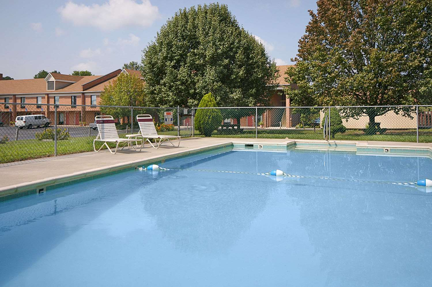 Pool - Days Inn Farmville