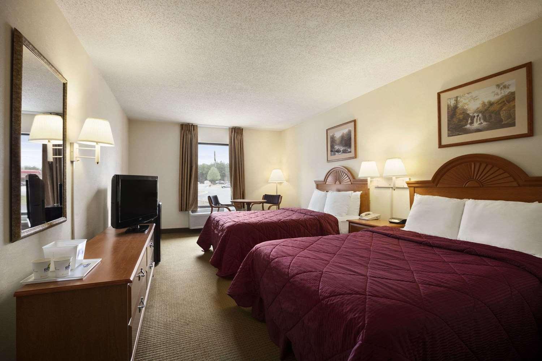 Room - Days Inn Farmville