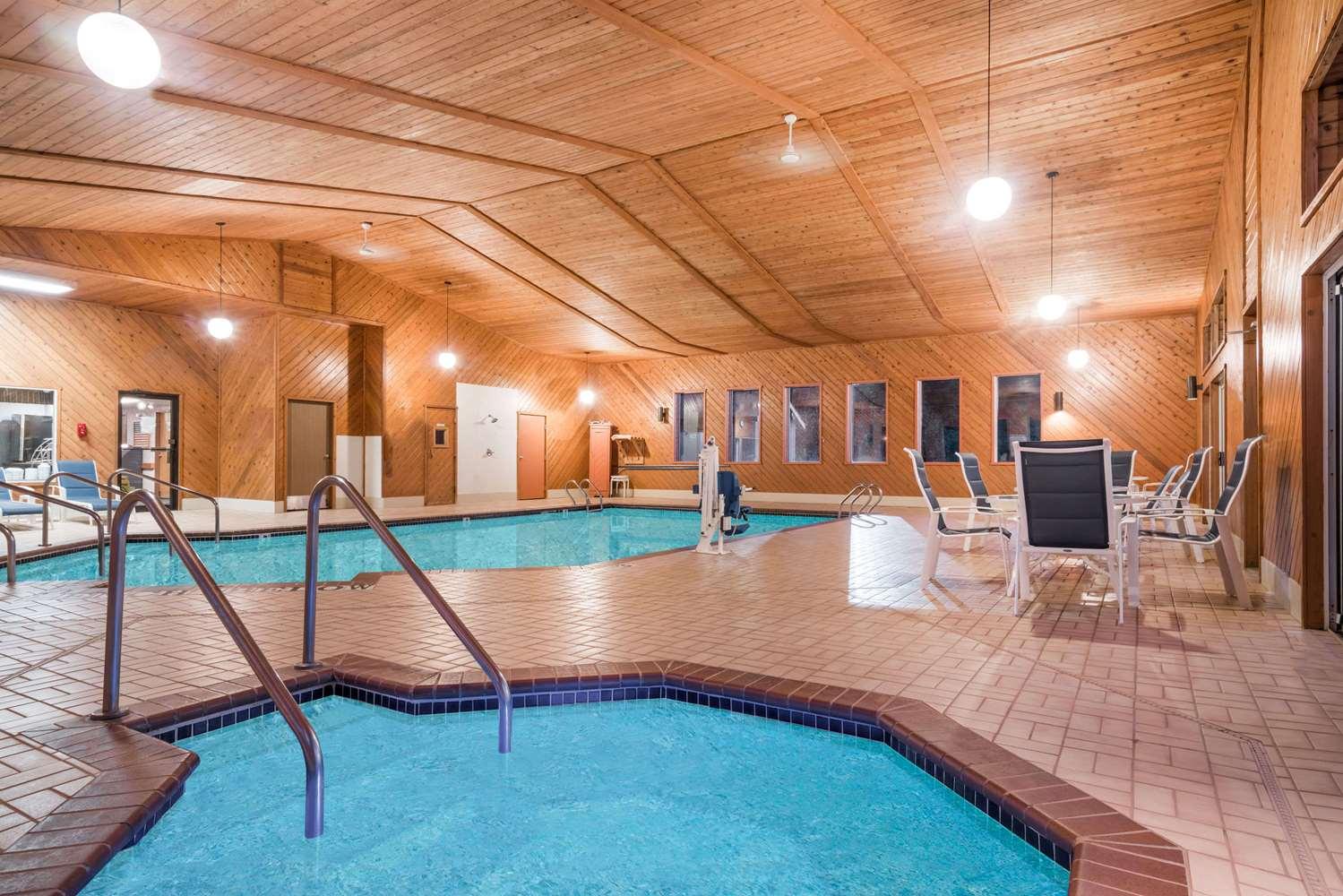 Pool - Days Inn Hurley