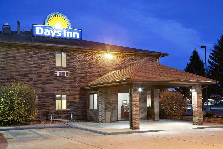 Exterior view - Days Inn Grand Forks