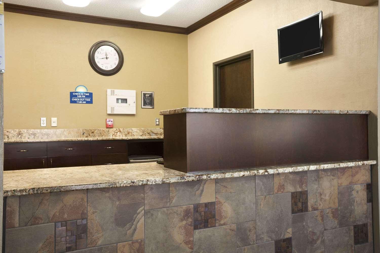 Lobby - Days Inn Grand Forks