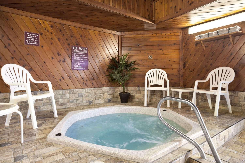 Pool - Days Inn Grand Forks