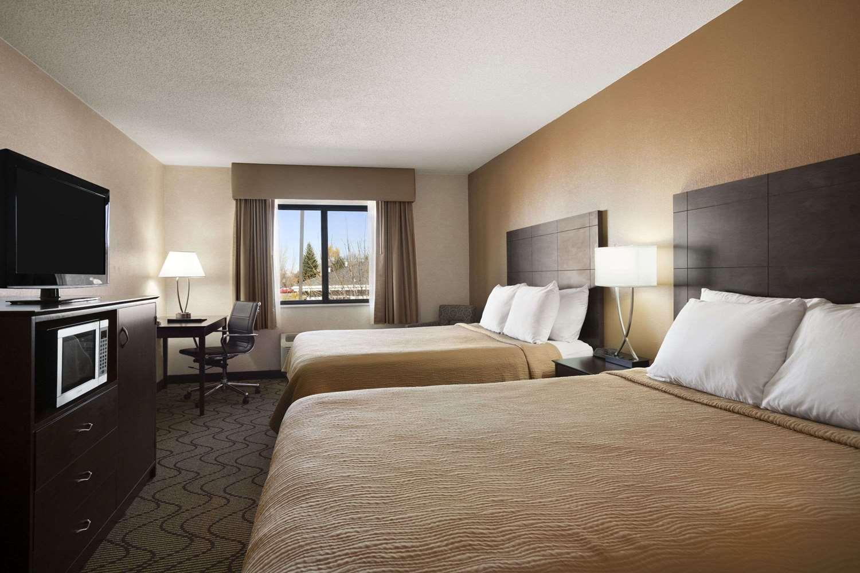 Room - Days Inn Grand Forks