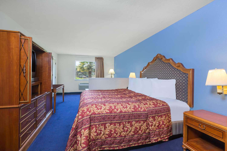 Room - Days Inn Windcrest San Antonio