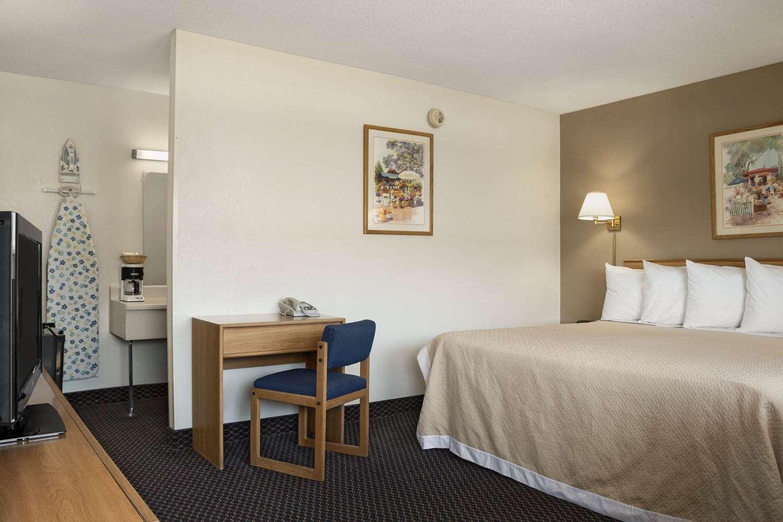 Room - Days Inn Somerset