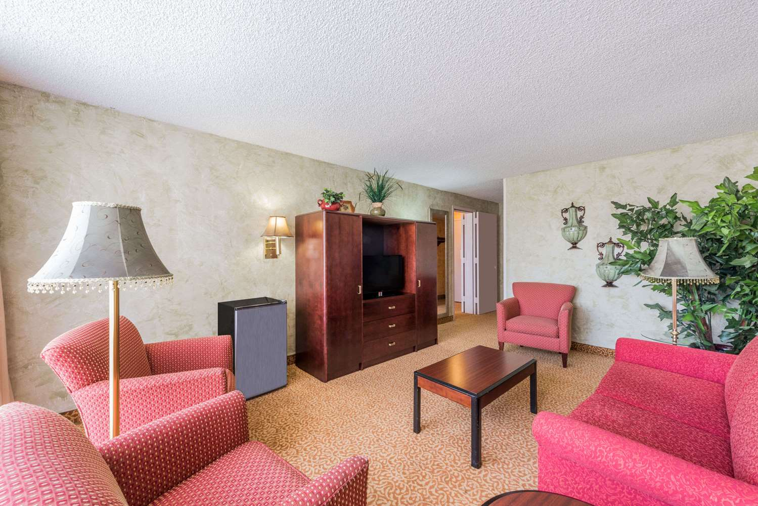 Suite - Ramada Inn Love Field Dallas