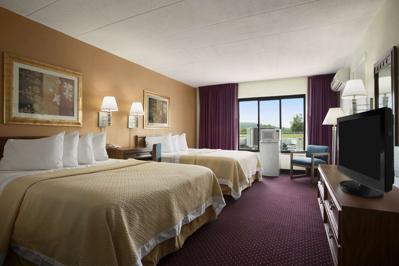 Room - Days Inn New Stanton