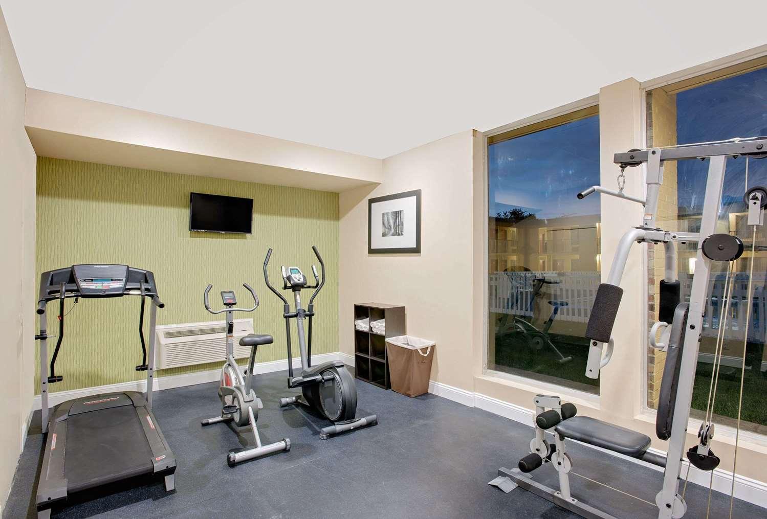 Fitness/ Exercise Room - Days Inn Easton