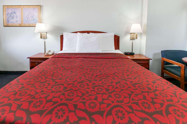 Room - Days Inn Muskogee