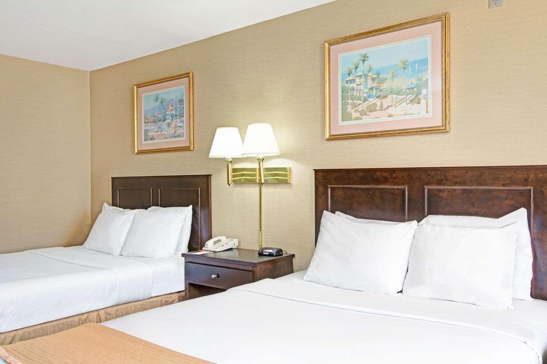 Room - Howard Johnson Inn Torrance