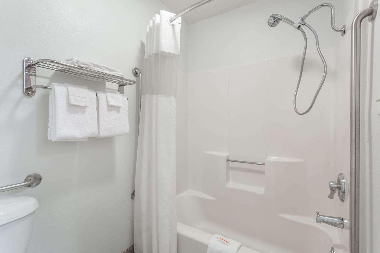 Room - Days Inn Colby