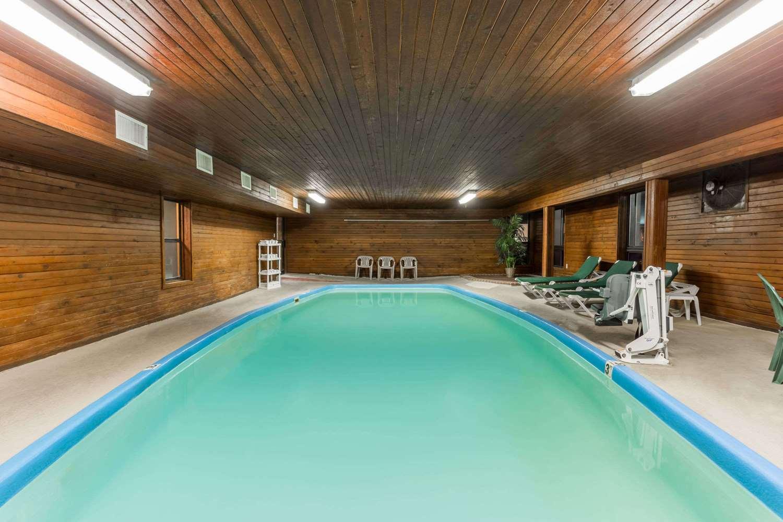 Pool - Days Inn Colby