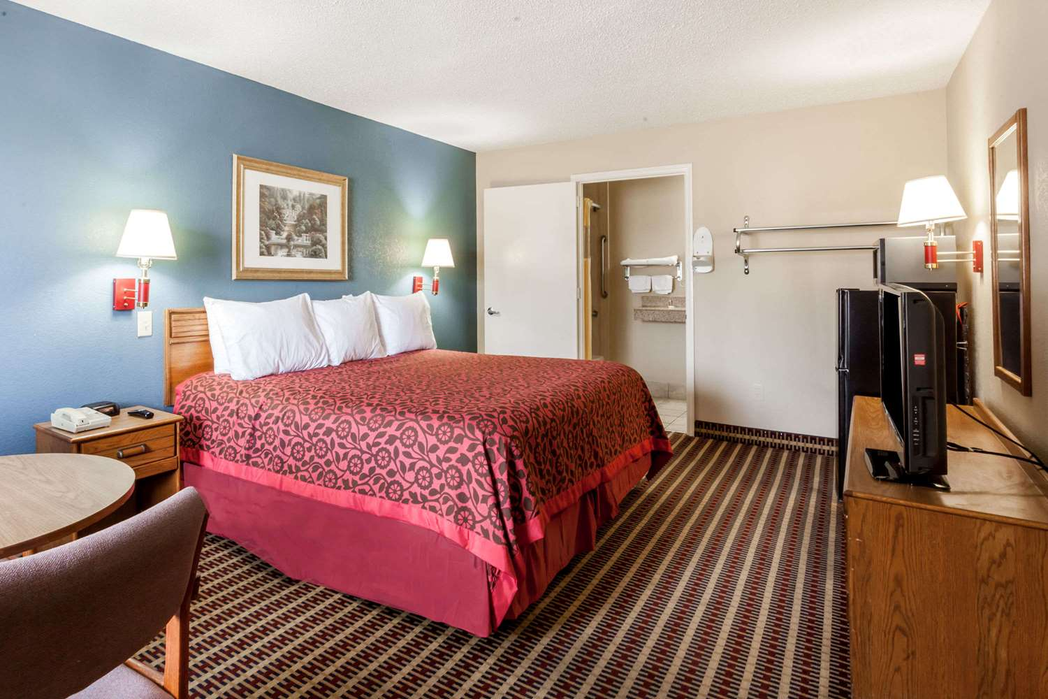 Room - Days Inn Opryland North Nashville