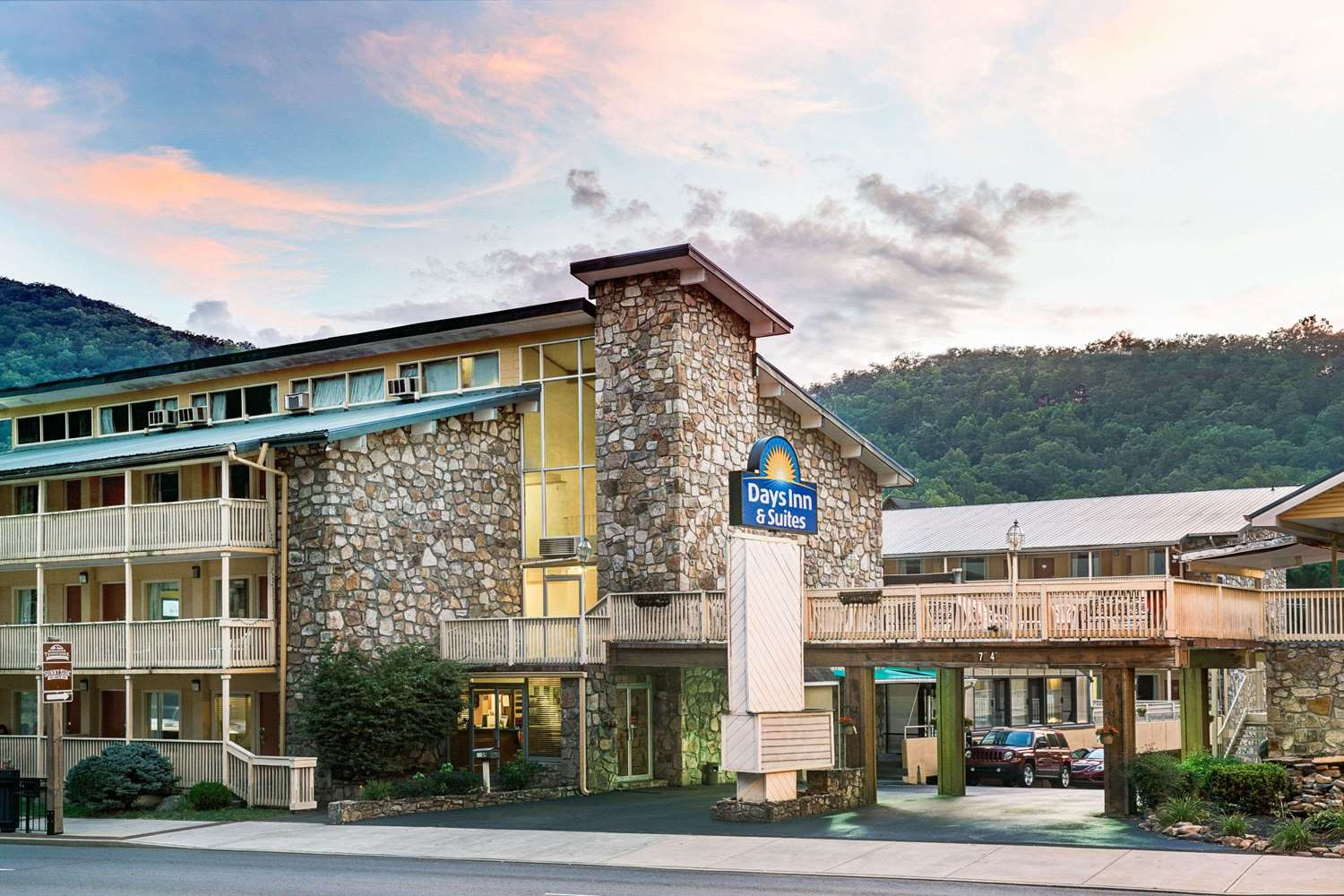 Days Inn Amp Suites Downtown Gatlinburg Parkway Tn See