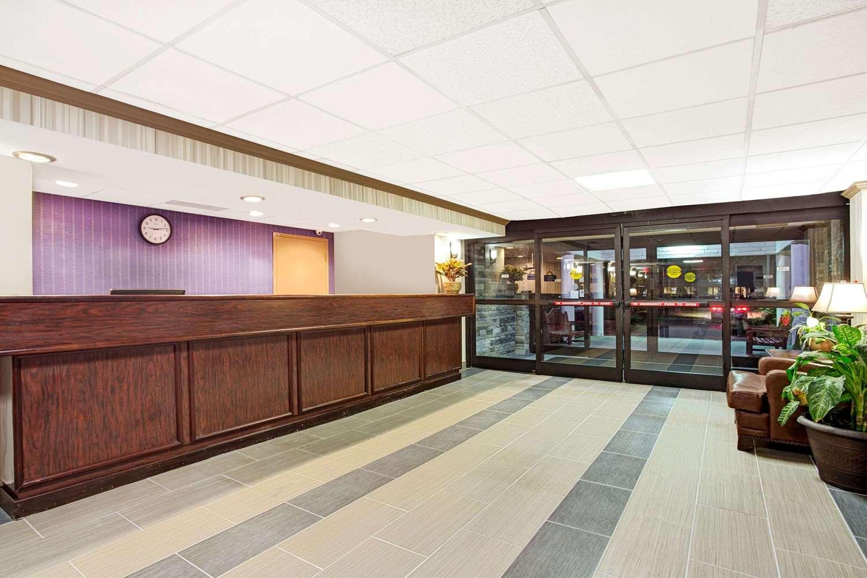 Lobby - Days Inn Oyster Point Newport News