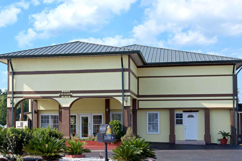 Exterior view - Days Inn Waycross