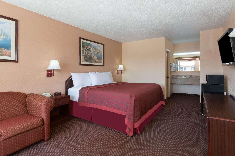 Room - Days Inn Waycross