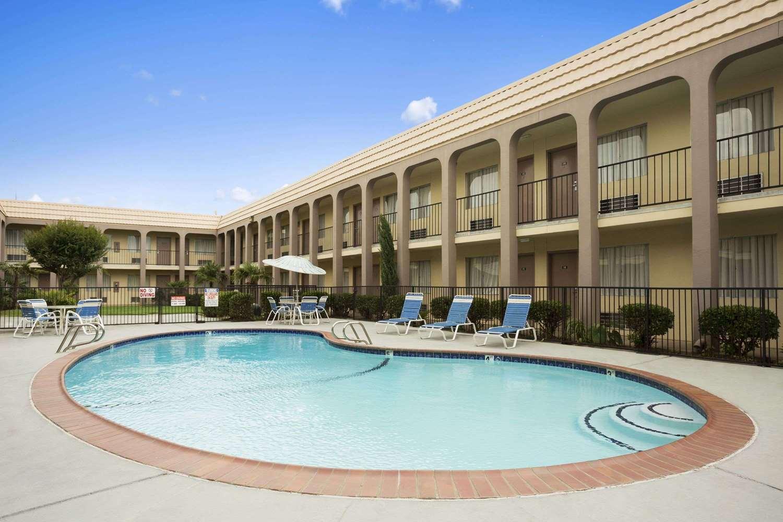 Pool - Days Inn Texas Stadium Irving