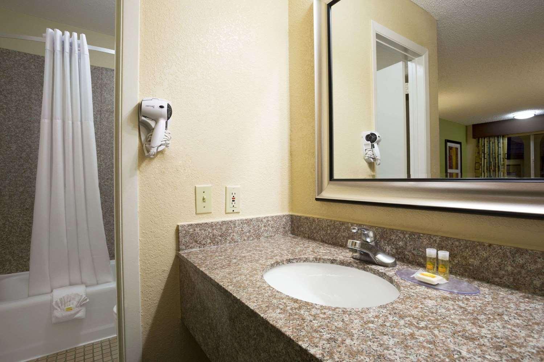 Room - Days Inn Texas Stadium Irving