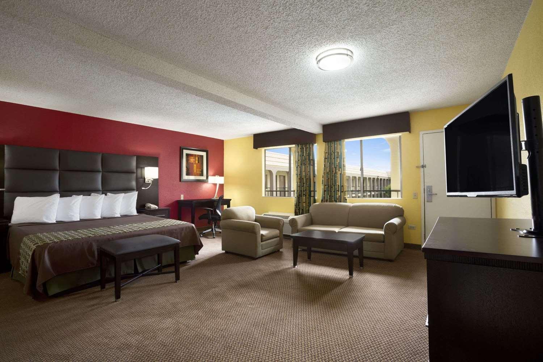 Suite - Days Inn Texas Stadium Irving