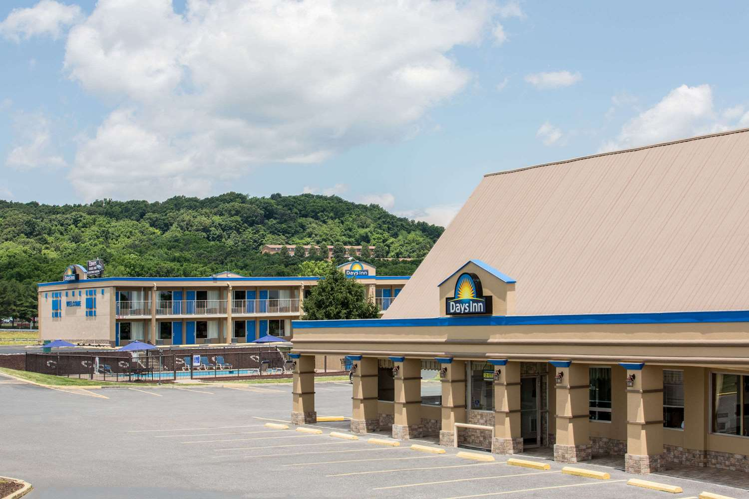 Exterior view - Days Inn White Hills Road Staunton