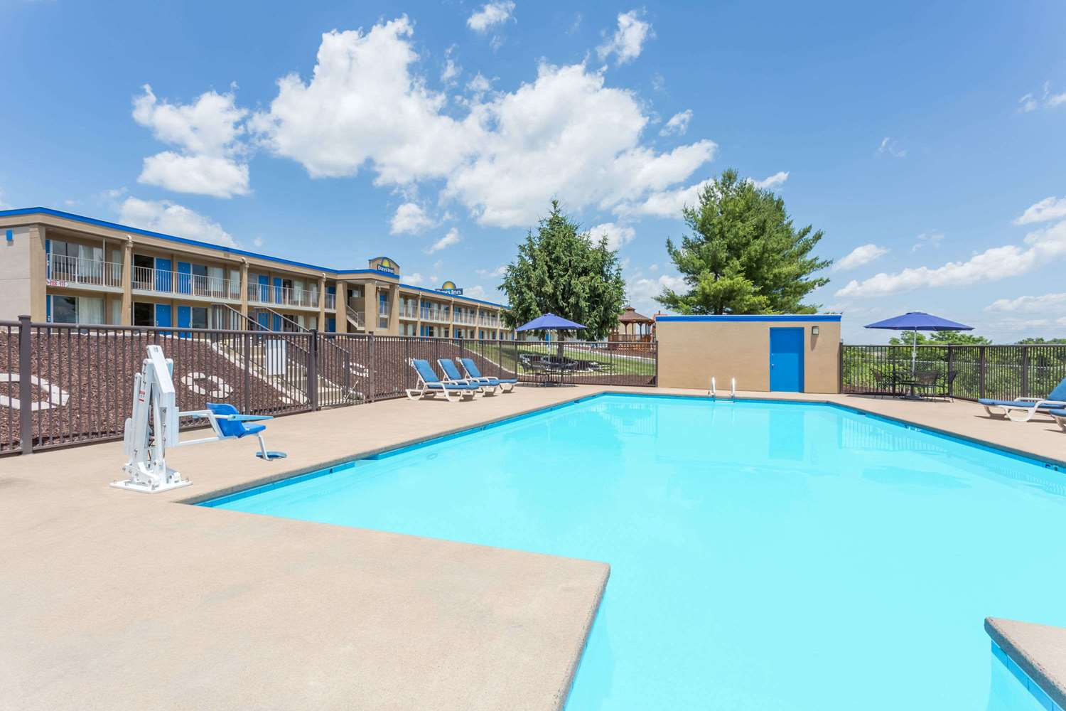 Pool - Days Inn White Hills Road Staunton