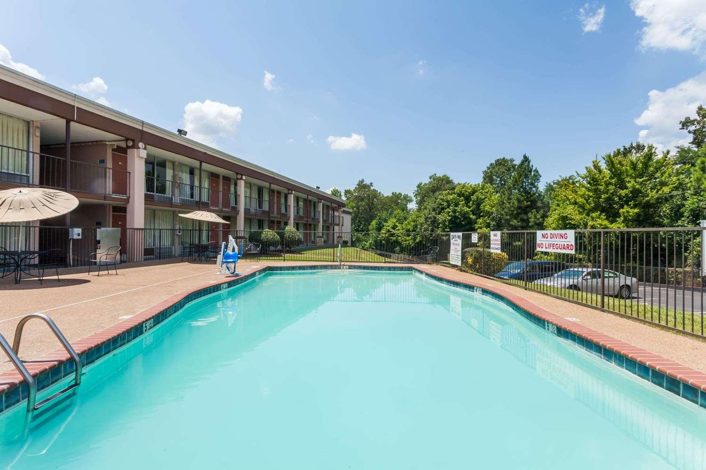 Pool - Days Inn Jackson