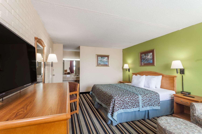 Room - Days Inn Jackson
