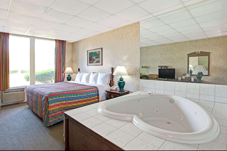 Suite - Days Inn Parsippany