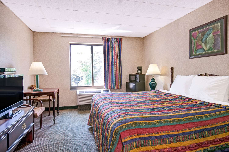 Room - Days Inn Parsippany