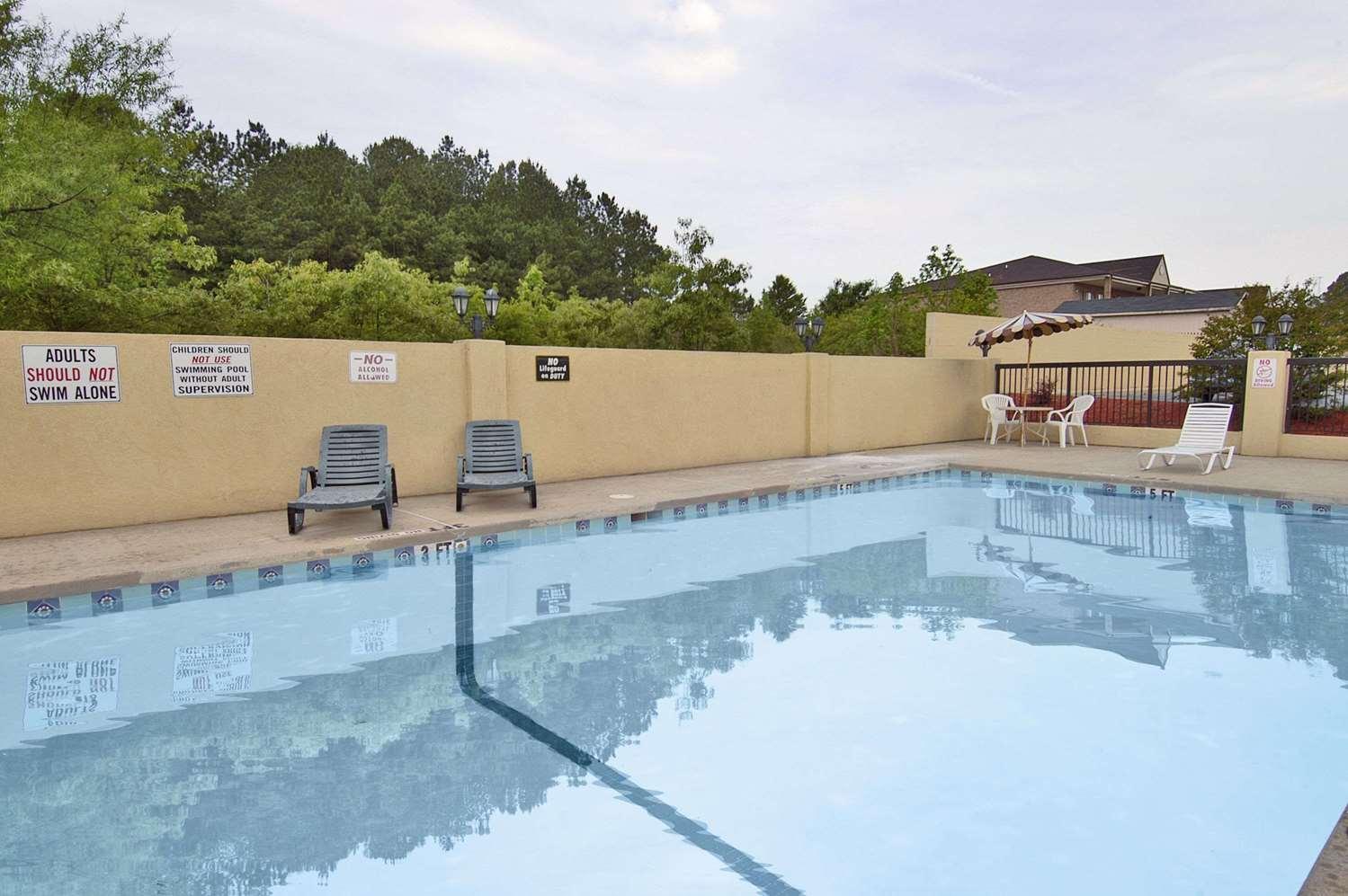 Pool - Days Inn Roanoke Rapids Road Weldon