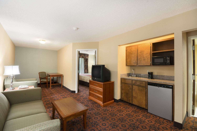Suite - Days Inn Roanoke Rapids Road Weldon