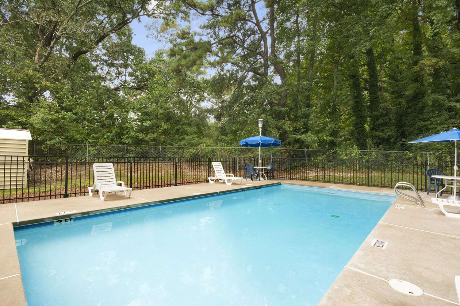 Pool - Days Inn Stone Mountain
