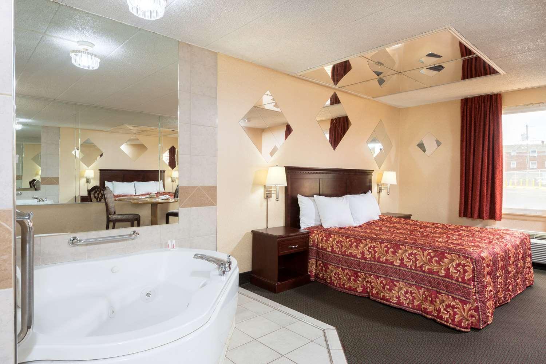 Suite - Days Inn Roosevelt Blvd Philadelphia