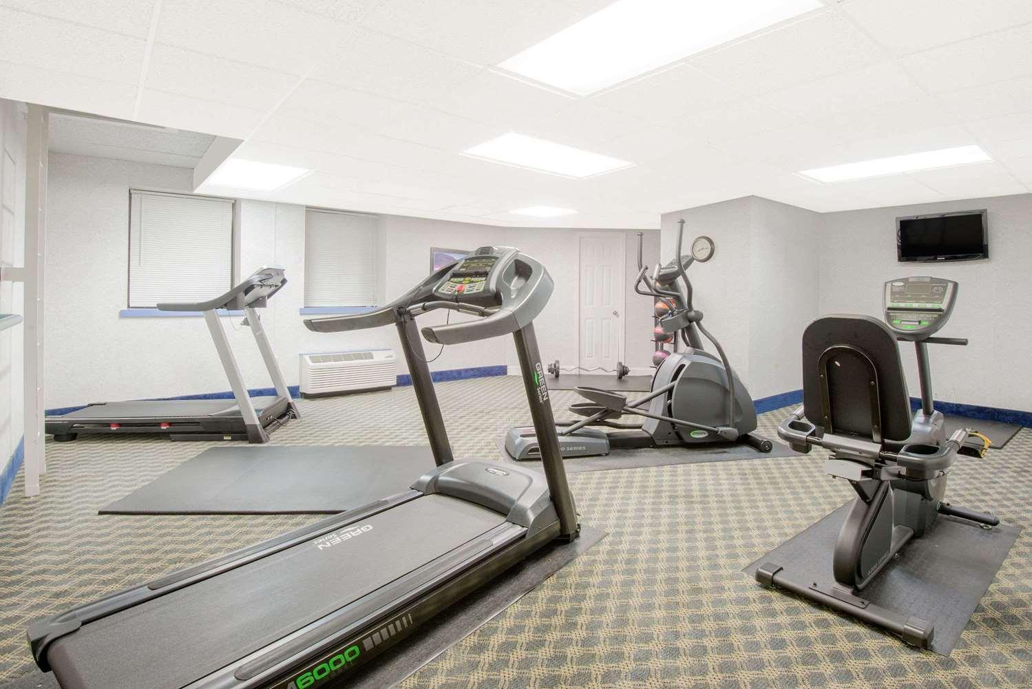 Fitness/ Exercise Room - Days Inn Gettysburg