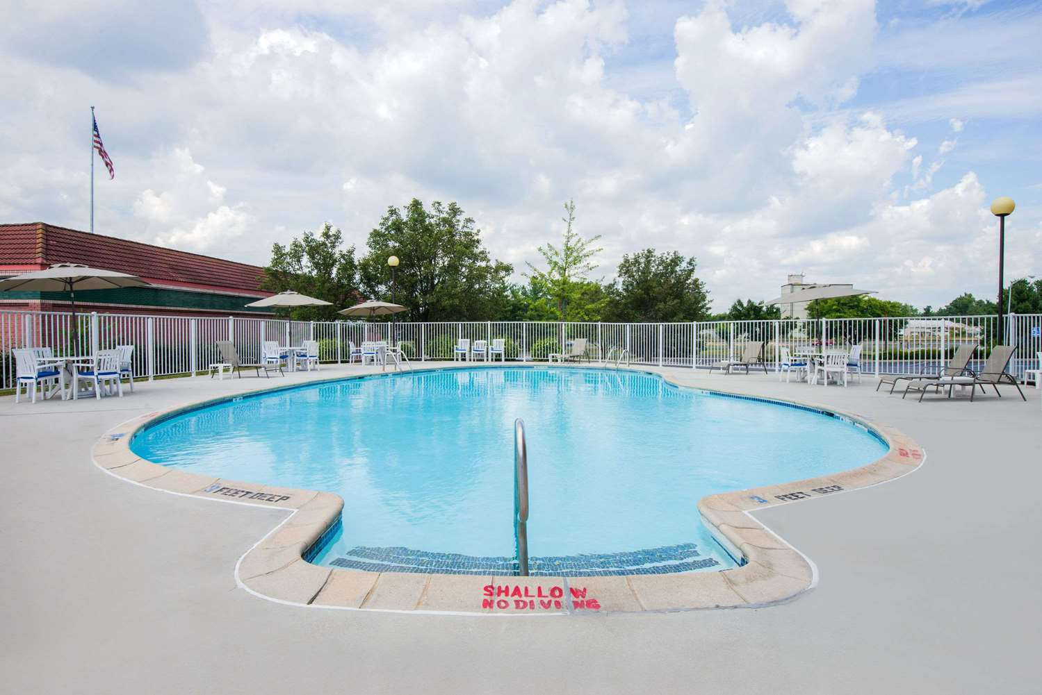 Pool - Days Inn Gettysburg