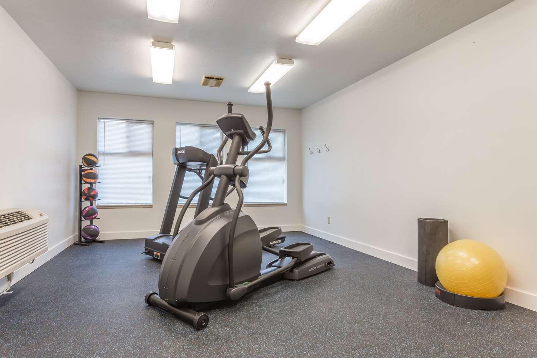 Fitness/ Exercise Room - Days Inn Eugene