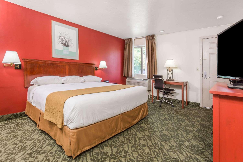 Room - Days Inn Eugene