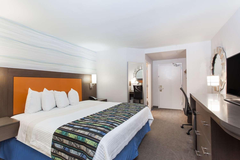 Room - Days Inn Lanham