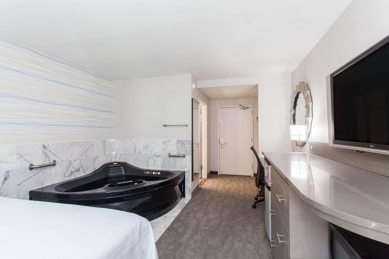 Suite - Days Inn Lanham