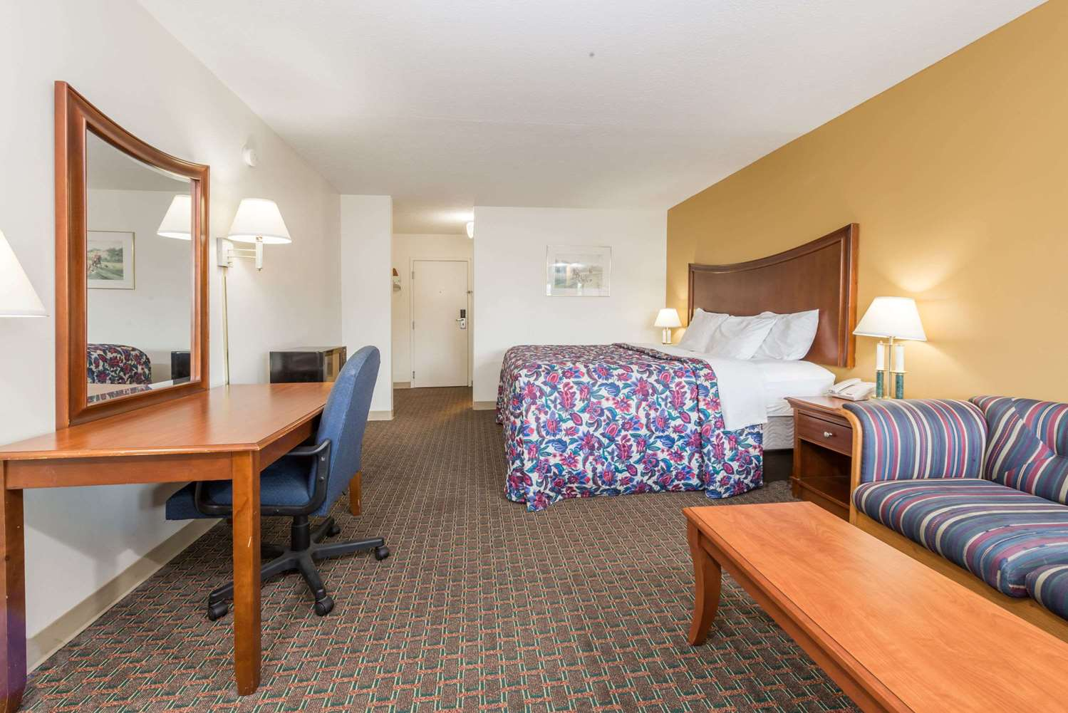 Room - Days Inn Columbus