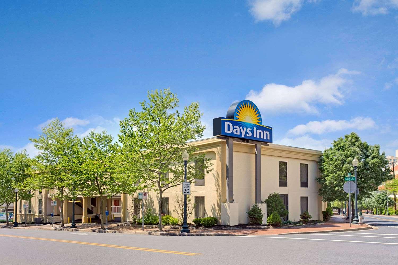 Exterior view - Days Inn Silver Spring