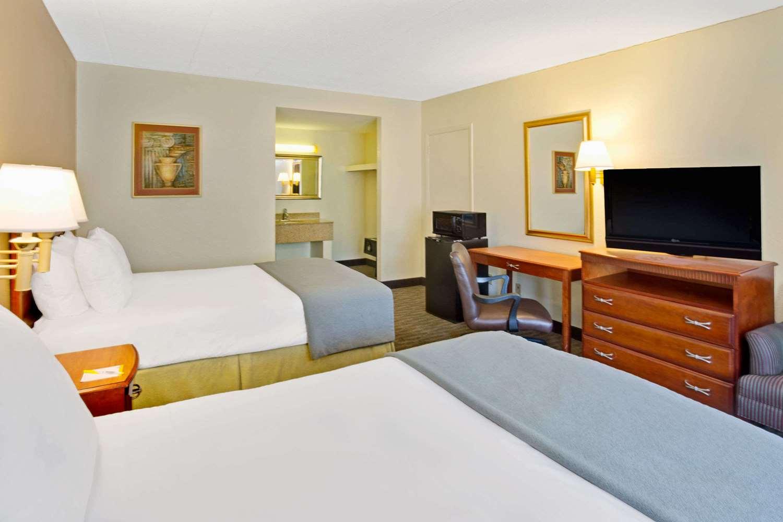 Room - Days Inn Silver Spring