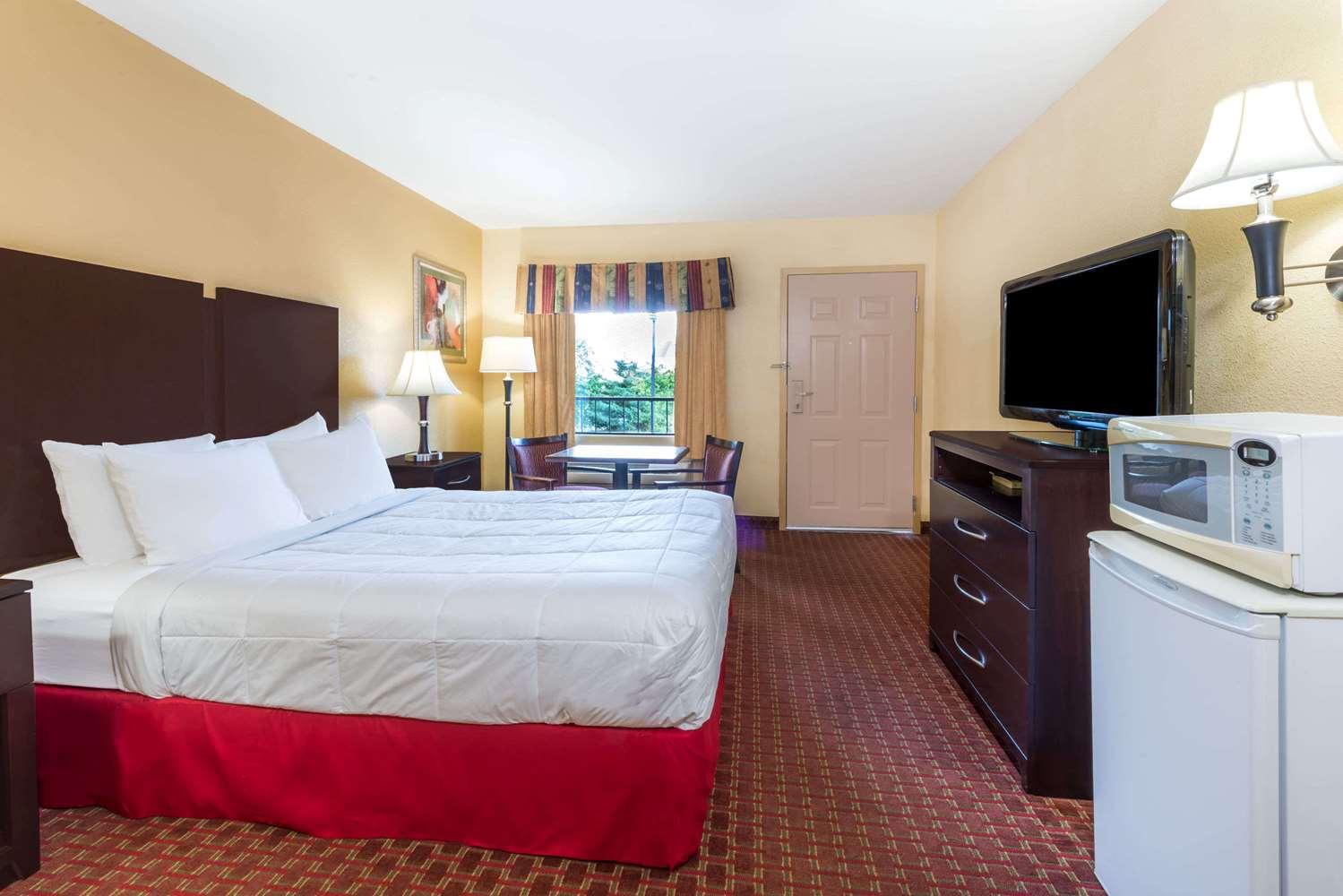 Room - Days Inn South Lexington