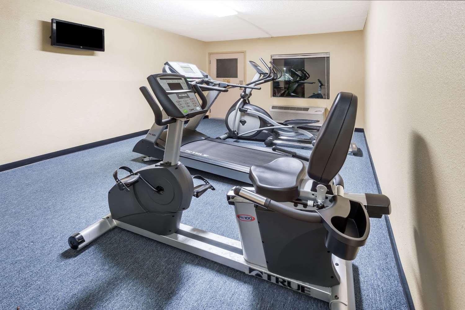 Fitness/ Exercise Room - Days Inn South Lexington