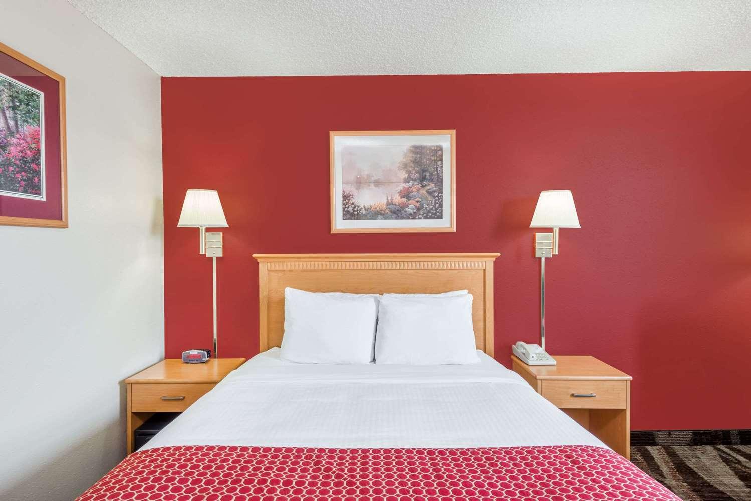 Room - Days Inn Gillette