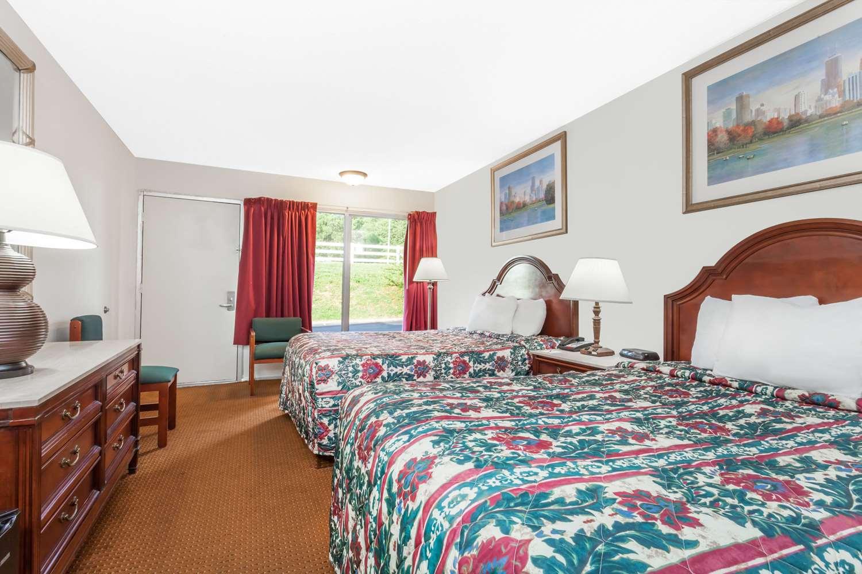 Room - Days Inn Owensboro