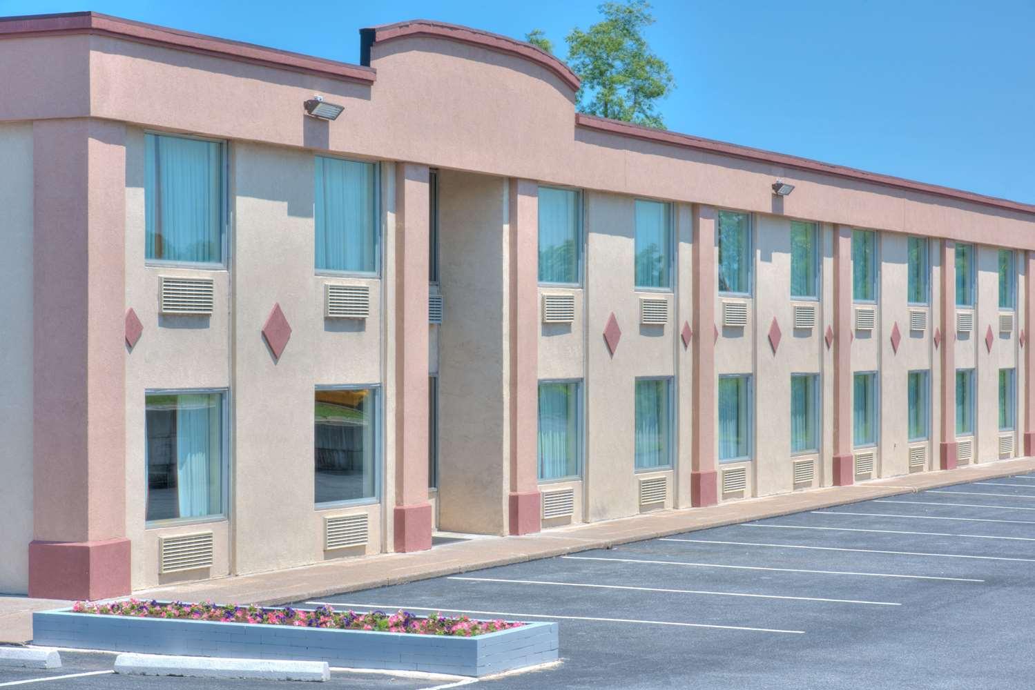 Exterior view - Days Inn New Cumberland