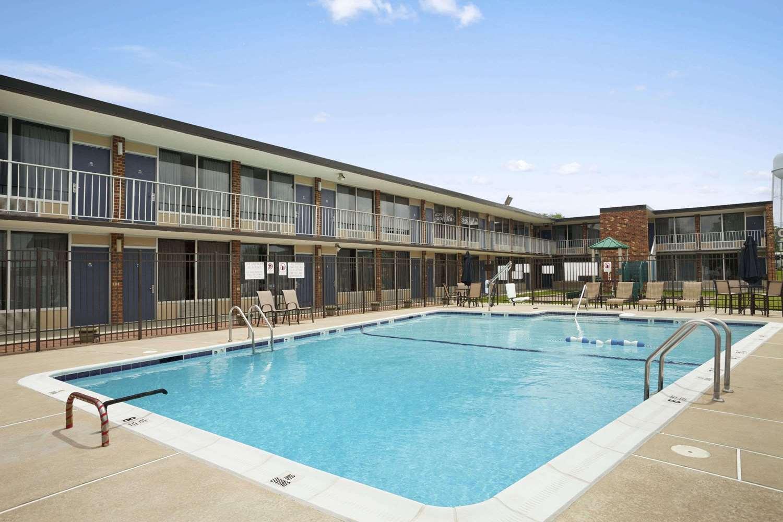 Pool - Days Inn Frederick