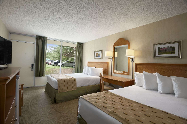 Room - Days Inn Frederick